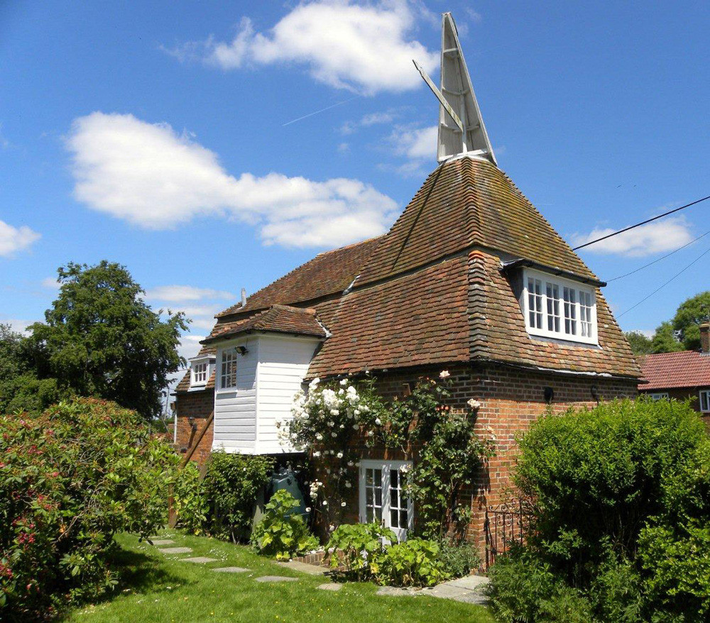 A beautiful Kent oast house with delightful enclosed garden