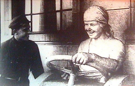 """(16) """"Трактористка"""" на выставке 1933г."""