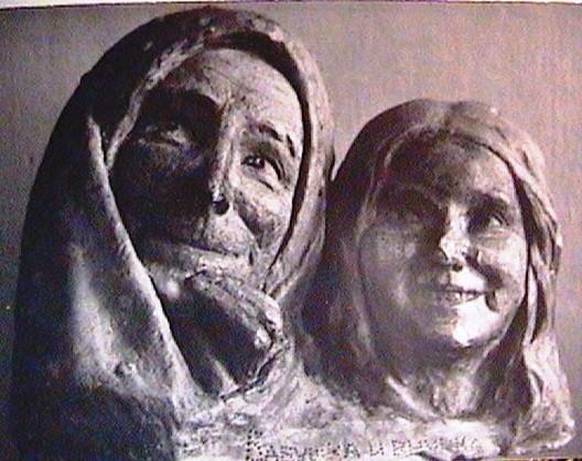 (16) Бабушка и внучка (1918г.)