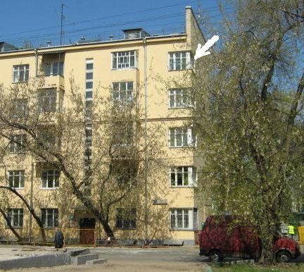 Дом № 9/11 в Товарищеском переулке, где в угловой квартире № 44, на 5-м этаже, И.Н. Жуков проживал с семьёй в 1929-1948гг.