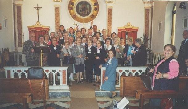 10°) (Foto del 2001) Una parte del Gruppo per la giornata di Effusione.