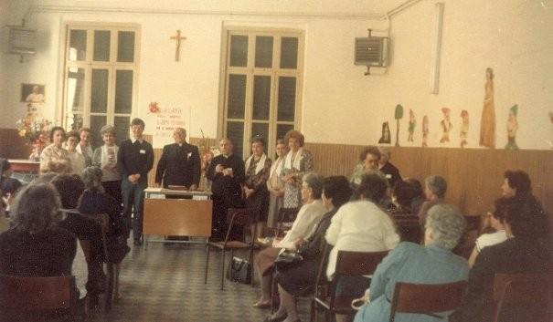 5°)   (Foto del 1987) Preghiera di Effusione.