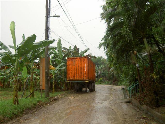 2°) Container contenente i viveri per i poveri.