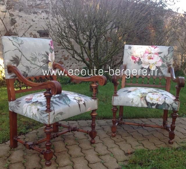 Deux fauteuils Louis XIII tissu Designers Guild