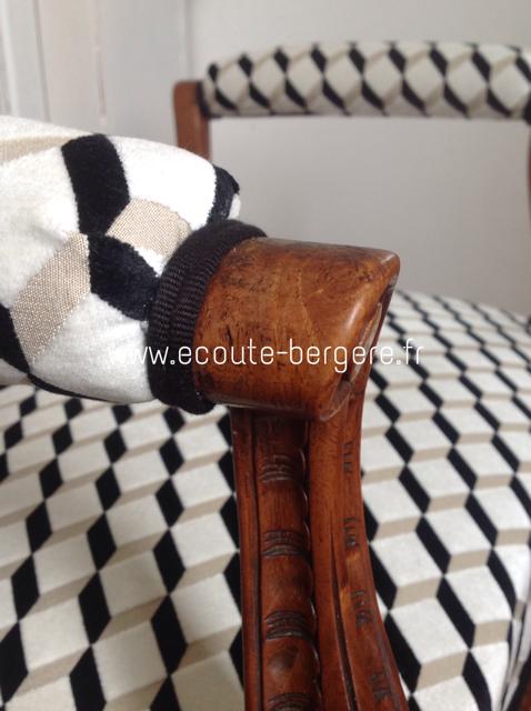 Détail de finition : double corde Houlès et tissu noir et blanc sur un tabouret de style Louis XV restauré par Ecoute Bergère