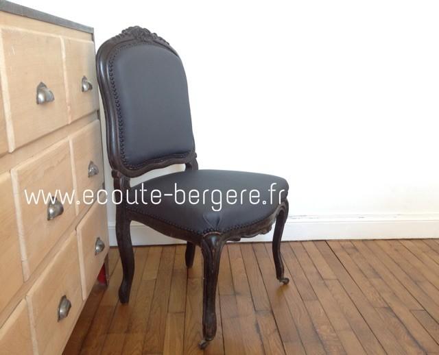 chaise dossier à la Reine couvert de simili Tassin noir mat imitation textile, finition clous noirs mats Houlès - rénové par Ecoute-Bergère