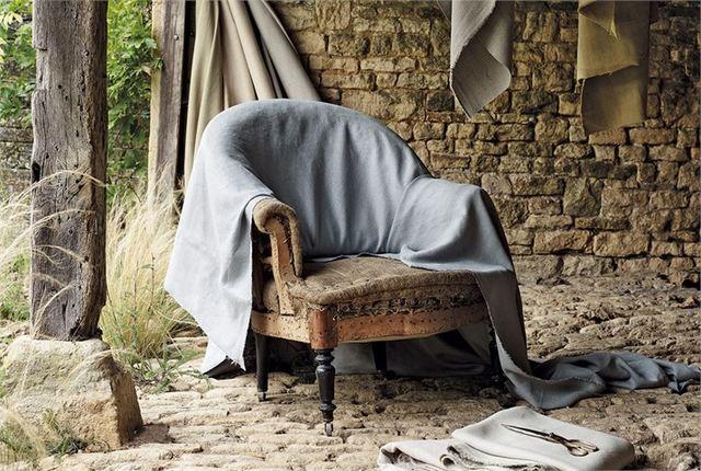 Atelier de restauration de sièges et éco création slowdesign made in France - échantillonnage de tissus distribués par Ecoute Bergere