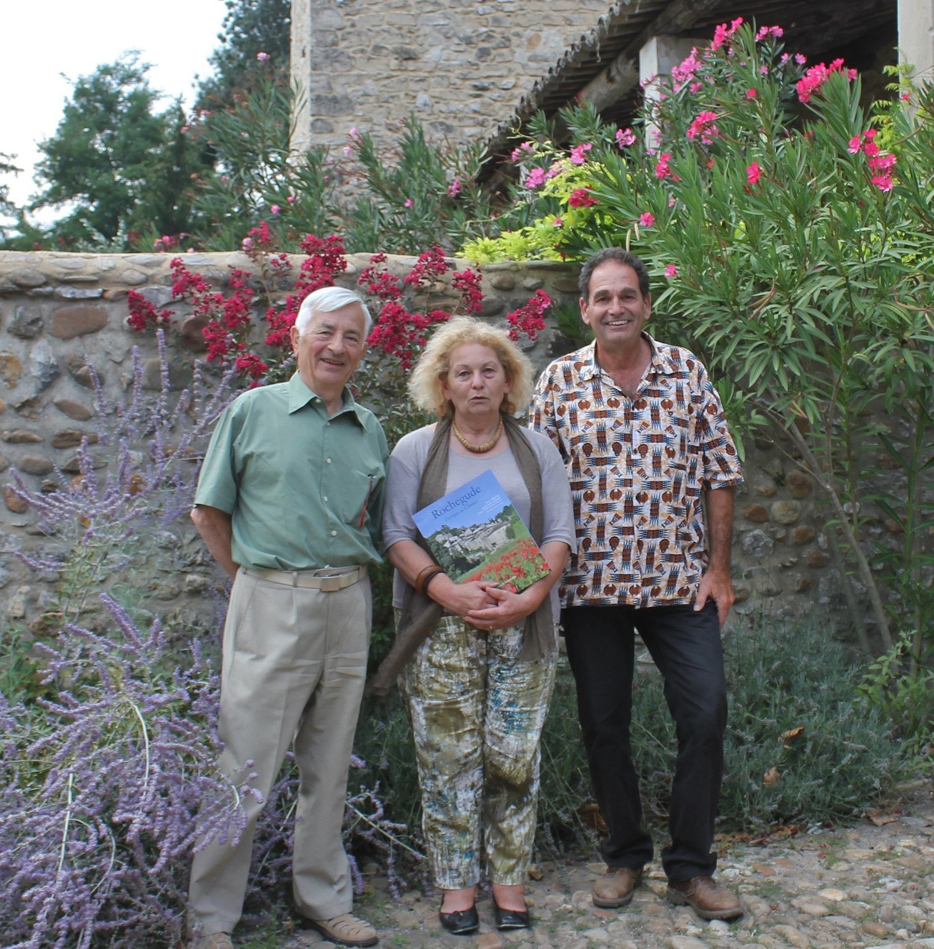 de gauche à droite : le trésorier Jean-Claude LACROIX, la secrétaire Monique DE LUCA, le président Pierre CHANTE