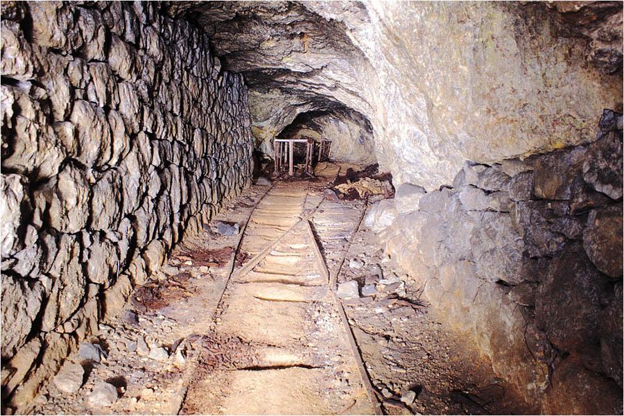 Aménagements intérieurs quasi intacts dans une ancienne mine de zinc près du Vigan