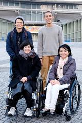 参加学生と田口亜希さん(アテネ、北京、ロンドンパラリンピック 射撃日本代表)