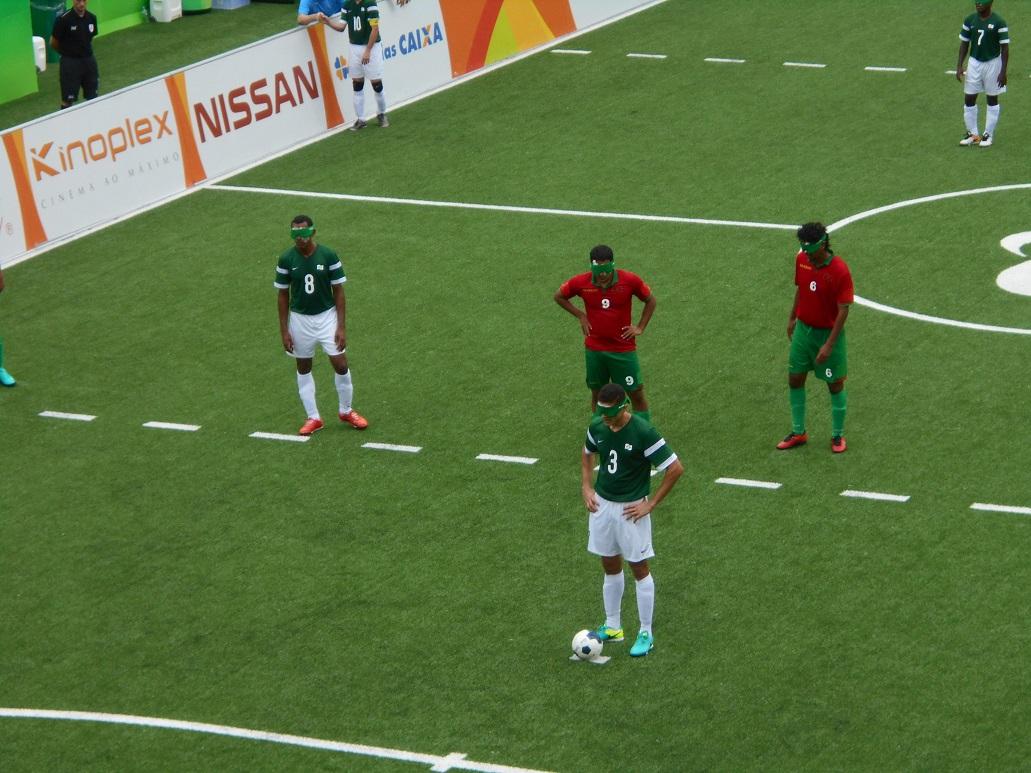 ブラインドサッカー 試合中は選手のために「静かに!」