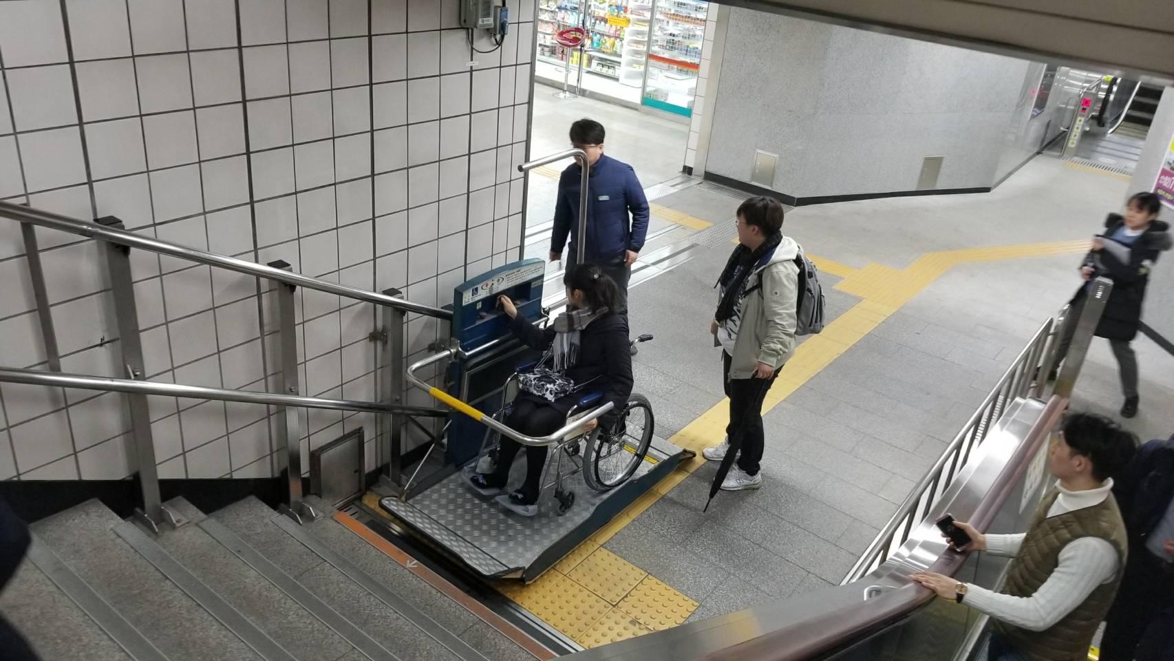 車いすに乗ってソウルの地下鉄アクセシビリティ調査