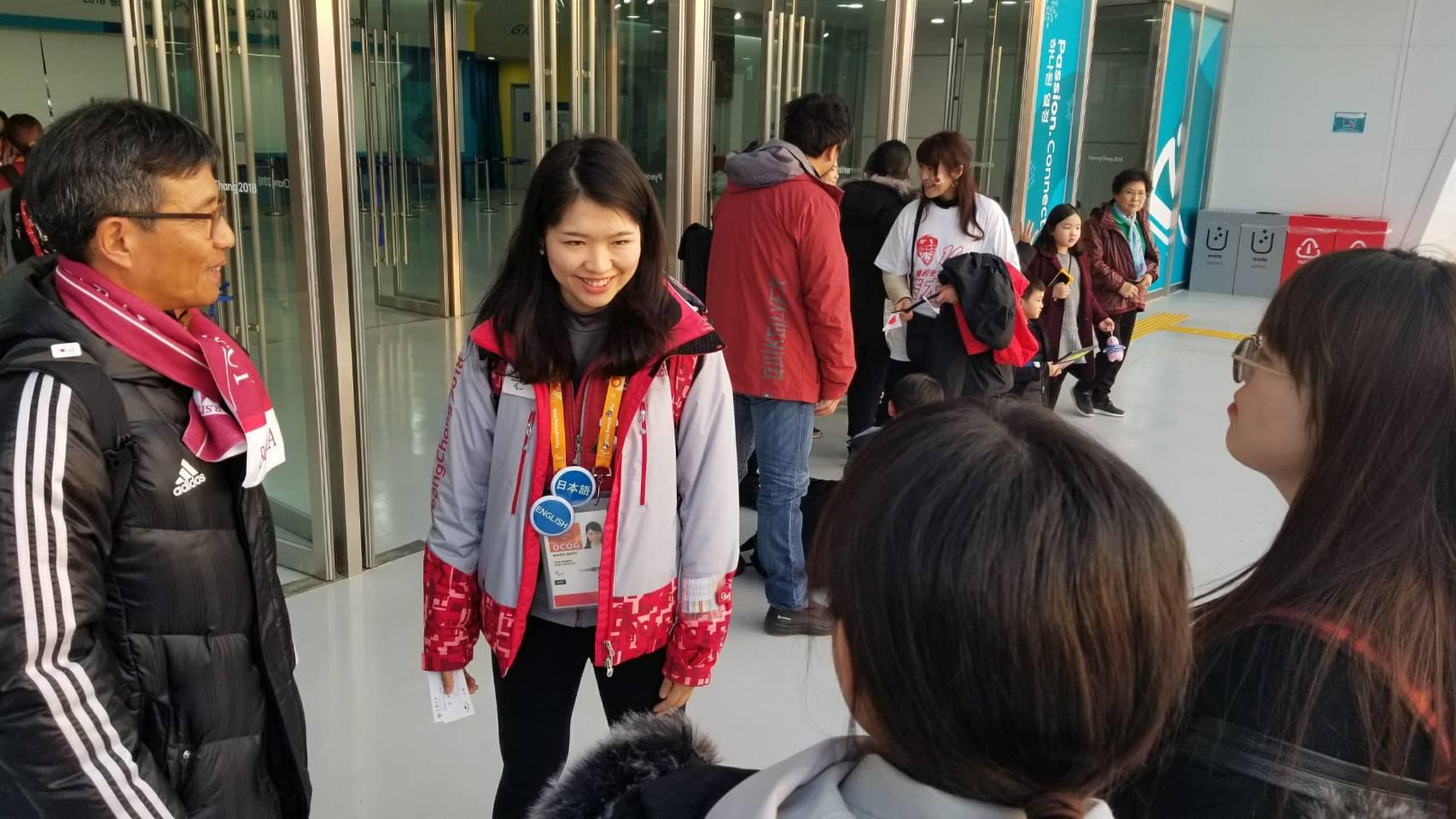 ボランティアとして参加している英語学科4年の学生と現地で合流!