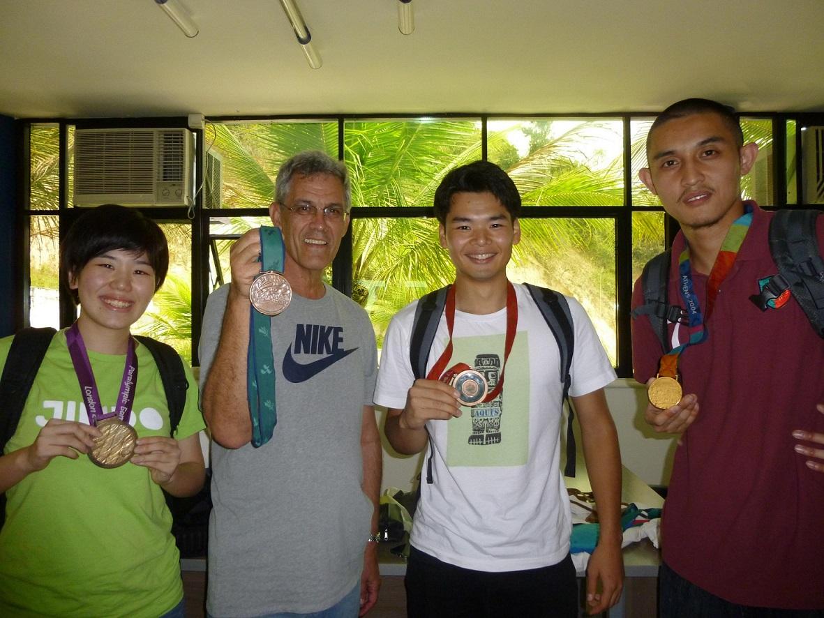 ANDEF パラリンピック歴代大会のメダルをかけさせてもらいました!
