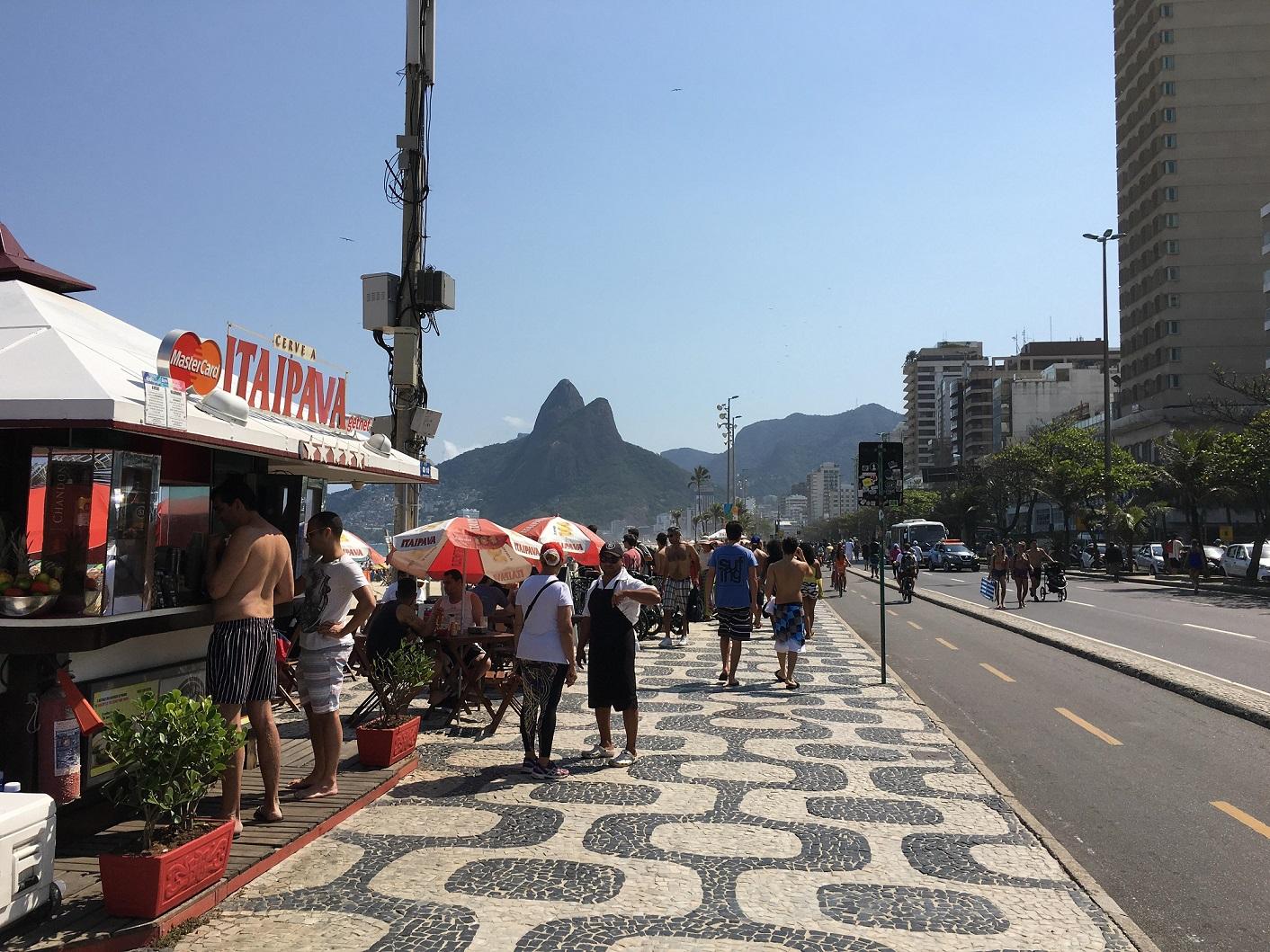 リオの象徴でもある石畳の海岸通りは車いすユーザーには不便だったかも!?