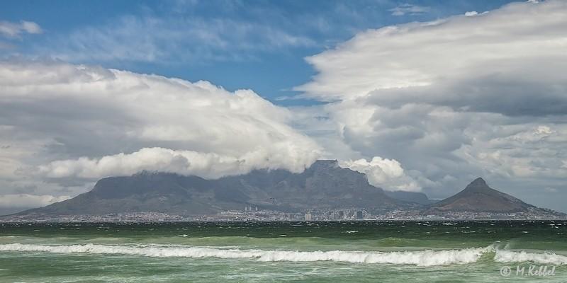 Bedeckter Tafelberg vom Blouwberg Strand