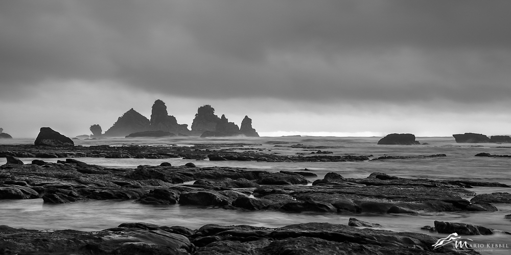 South Island: Blick auf die Motukiekie Felsen