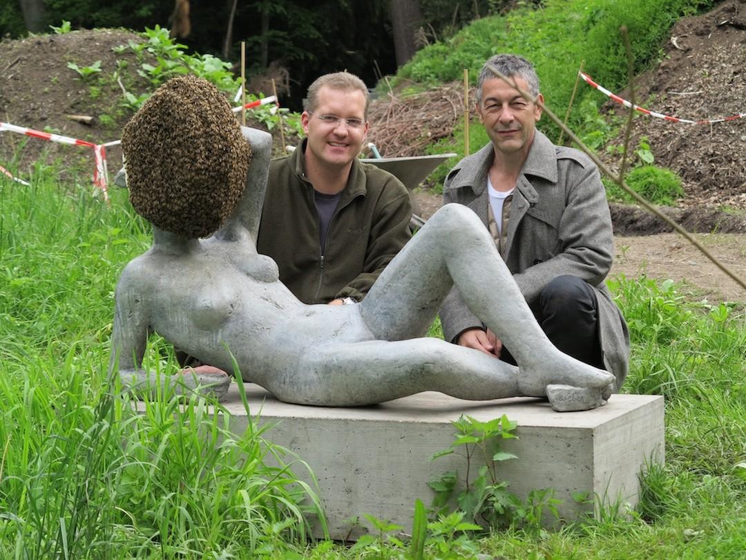 Der Künstler Pierre Huyghe und Imker Danny Jöckel