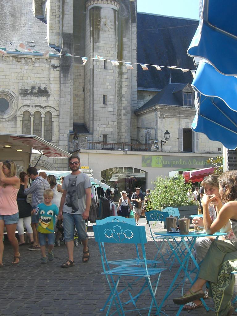 Bourgueil Place des halles