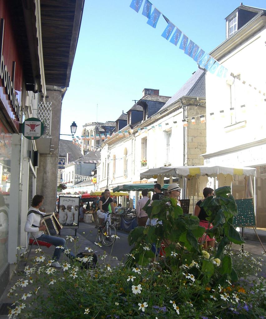 Jour de marché rue du commerce Bourgueil