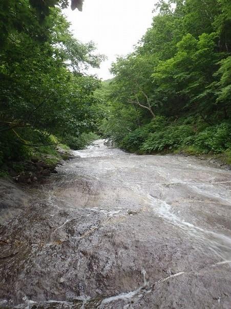 流れる川自体がお湯なのです。