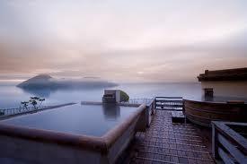 屋上の空中露天風呂(湖畔亭HPより引用)