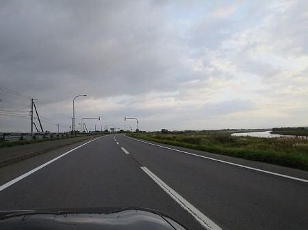 国道275号線 雨竜あたり 石狩川を右手に見ながら。