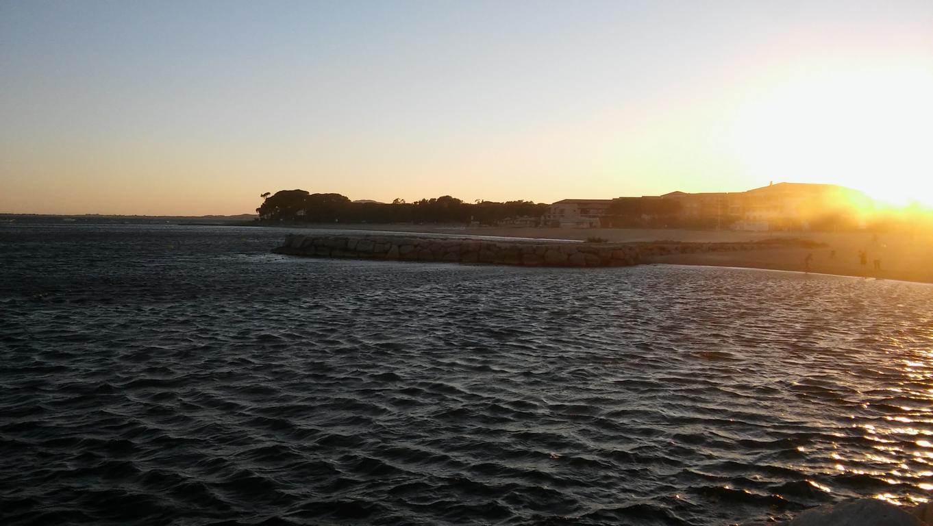 Unruhige See, der Mistral drück das Wasser raus