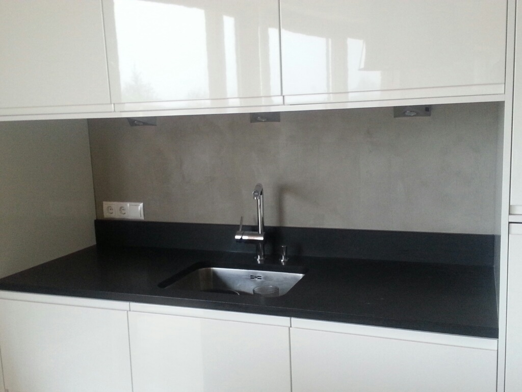Küchenrückwand mit Beton Cire gespachtelt