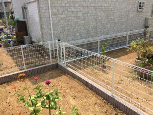 格子状のフェンス