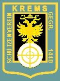 Das logo enthält zeigt den goldenen Doppeladler mit über den Köpfen schwebender Kaiserkrone auf schwarzem Grund au sem Kremser Stadtwappen, auf einer symboliiserten Schützenscheibe sitzend und ist von zwei goldenfarbenen Rahmen umrandet.