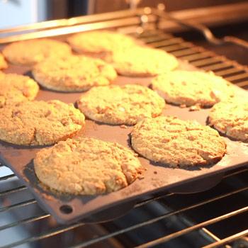 Kerstins Keto, Gewürzküchlein aus der Keto Küche, glutenfrei, mit Zimt, Kaffeegwürz, Kardamom und geriebenen Orangenschalen