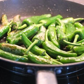 Kerstins Keto, Piementos mit Olivenöl und groben Meersalz