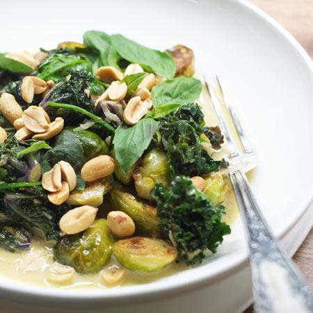 Grünes Curry mit gerösteten Erdnüssen