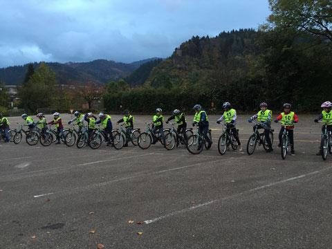Herzlichen Glückwunsch an alle Schüler und Schülerinnen der Klasse 4a und 4b zur bestanden Radfahrprüfung!