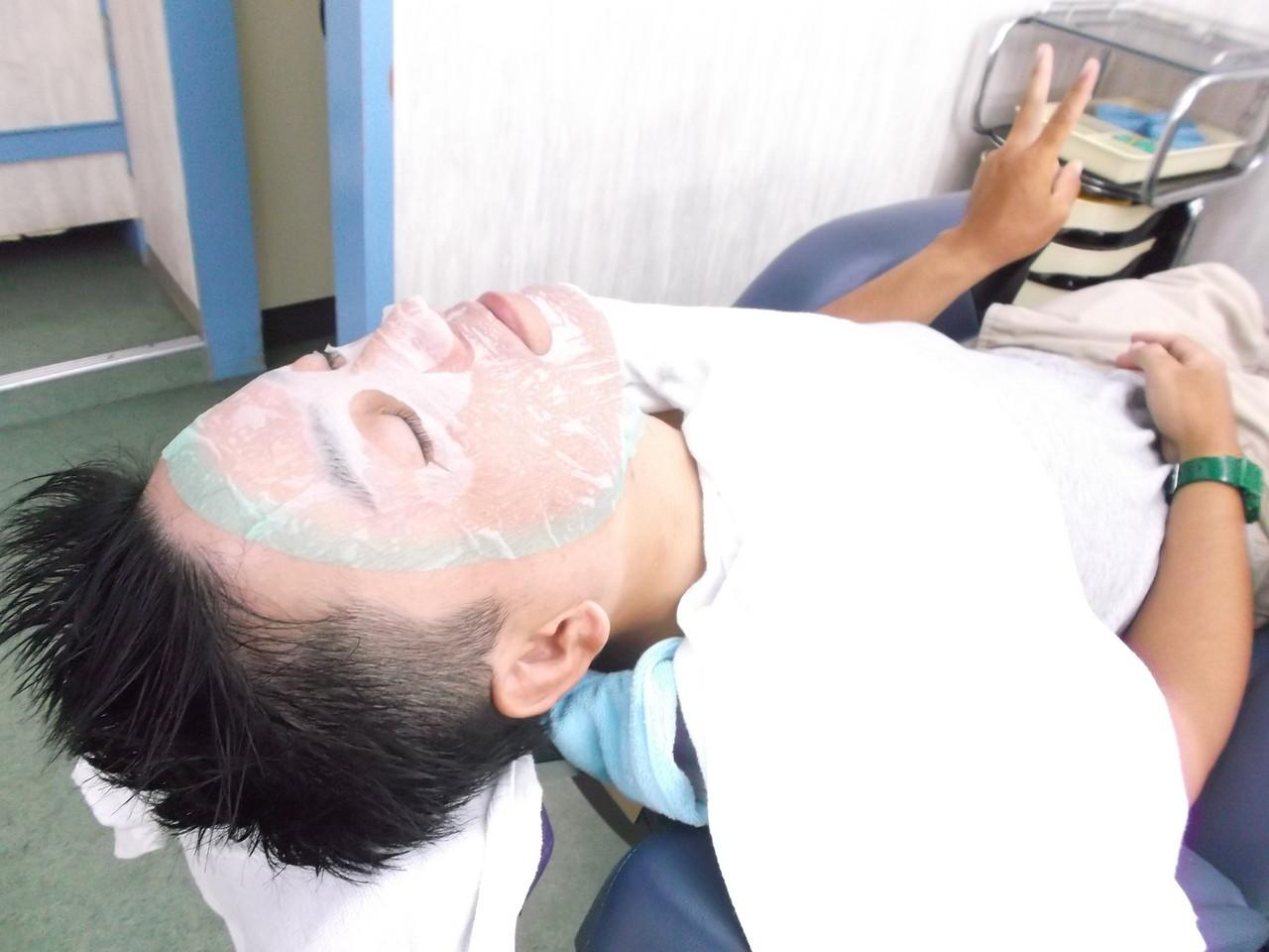 お顔のケア(^^)栄養たっぷりな化粧水をフェイスシートで補給させて頂きます