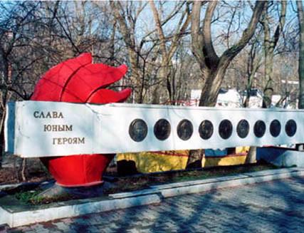 Стела пионерам-Героям в парке им. В. Черевичкина
