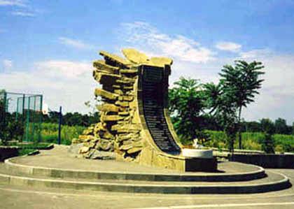 Памятник «Погибшим выпускникам Аэроклуба»