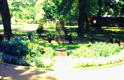 Братская могила ростовчан, погибших в годы ВОВ в сквере 1-й Конной Армии