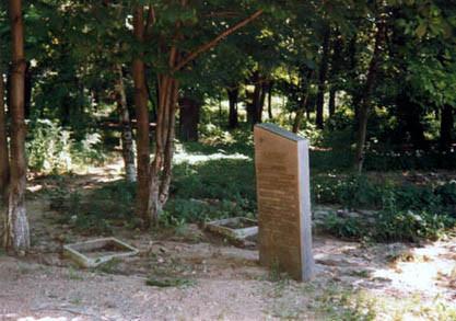 Братская могила воинов возле санатория «Ростовский»