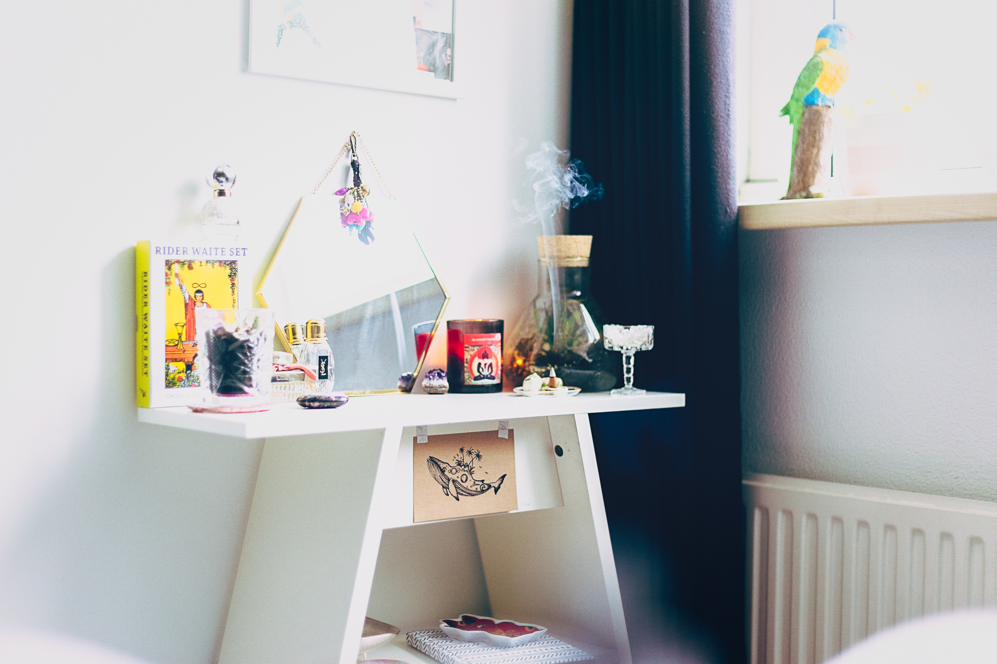 Zen Den of Landa Penders - inspiration for meditation routines in the morning - crystals, candles, perfumes, abundance, love, tarot