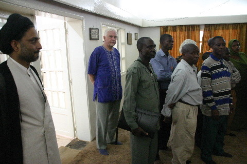 Mosquée de Lubumbashi: l'imam avec les étudiants et Prof. Johannes Triebel