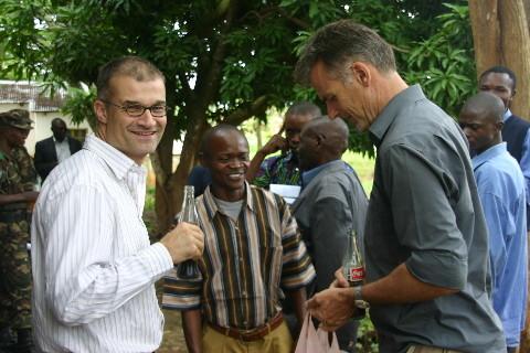 Hans Vikoler (PAM, à droite) : « Le défi du travail humanitaire au Katanga – problèmes et perspectives »