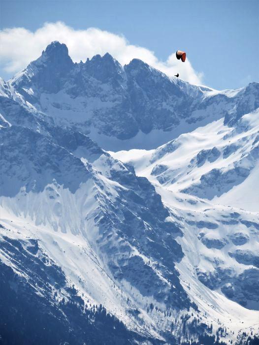 Beau voyage avec cette photo de Bouffée d'Oxygéne... la traversée de Grand Pic de Belledonne ! Merci.