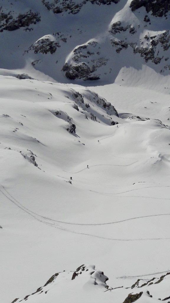 """Au départ de Freydières. La trace en combe Sud de la Grande Lance de Domène. Entre les lacs du Doménon (2400m) et le sommet (2800m). Photo ce dimanche. Merci à """"Poudreuse 38"""" sur Skitour."""