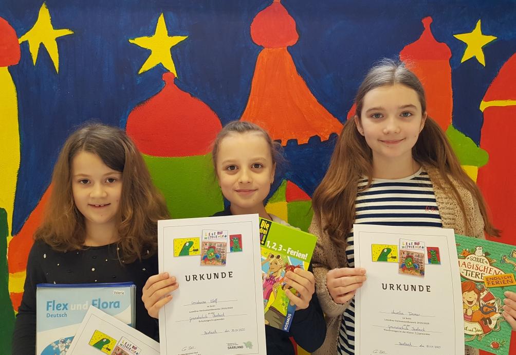 Die Klassensiegerinnen Valerie Eckert, Constanze Wolf und Aurelia Timmer (v. l. n. r.)