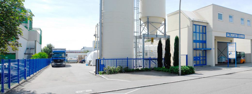 Betriebsgelände Salzgroßhandel für Kommunen, Gemeinden und Städte in Baden-Württemberg. Salzkontor Schmid in Stuttgart Fellbach.