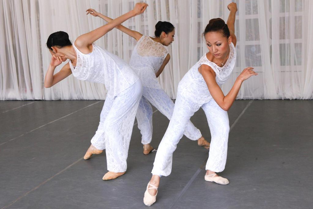 枕詞に導かれた三つの踊り