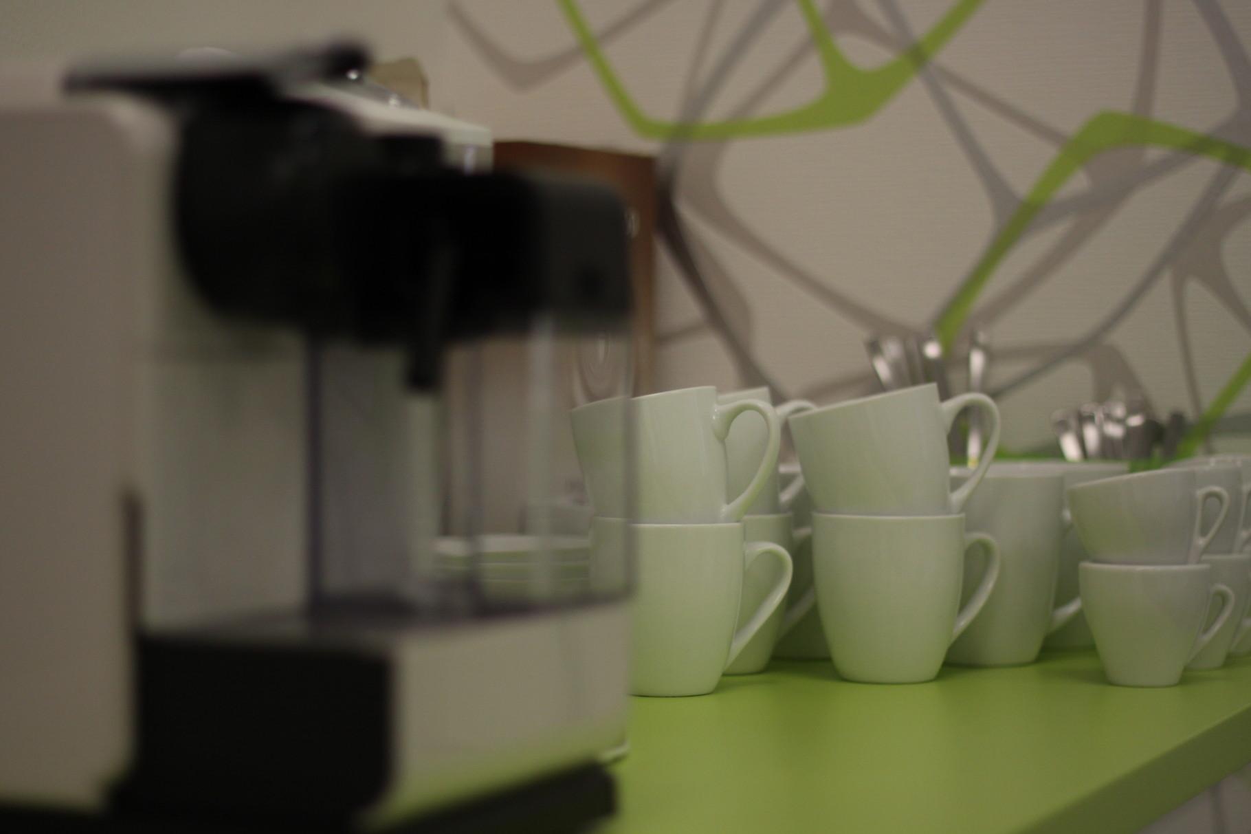 Kaffee und Tee im Wartebereich