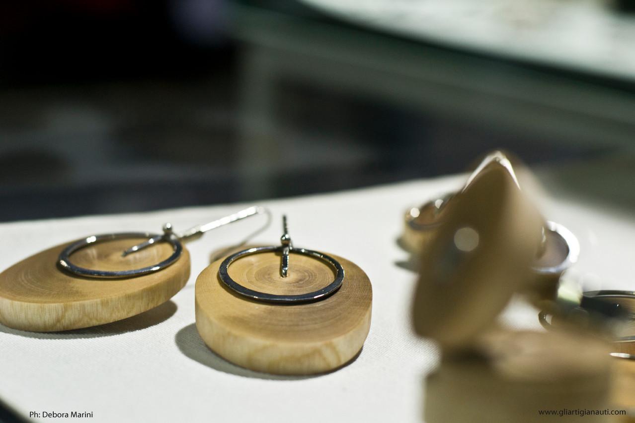 """HABITAT JEWELS. Gli Eco monili di Alessandra Pasini in mostra ad Abilmente. Linea """"Venature"""""""
